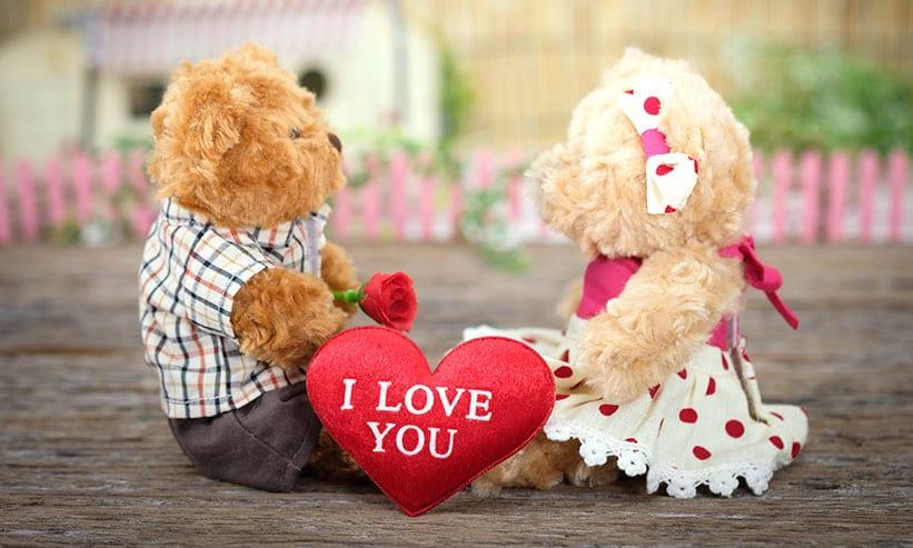 熊のぬいぐるみとハートのI LOVE YOU