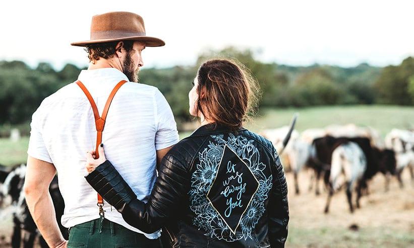 農場にいるカップル