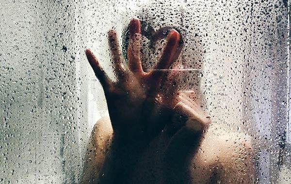 シャワールーム 悲しい