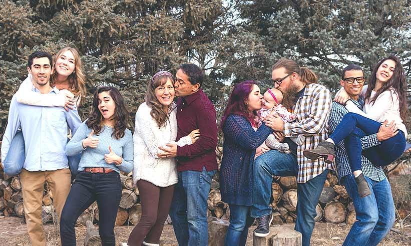親族での写真撮影の様子