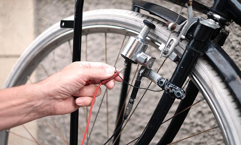 ケーブルが壊れた自転車