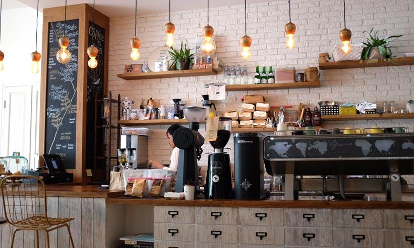 おしゃれなカフェのカウンター