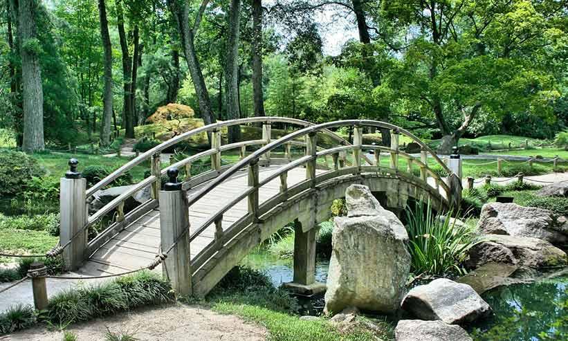 年季が入った橋
