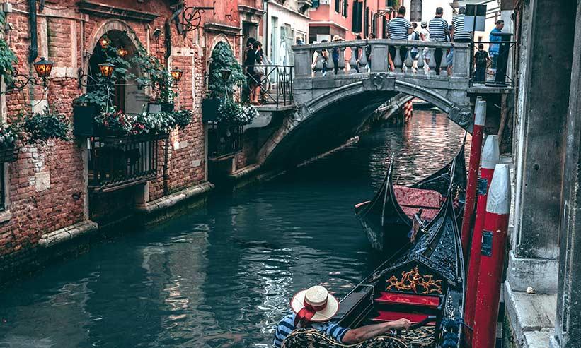 街中にある運河