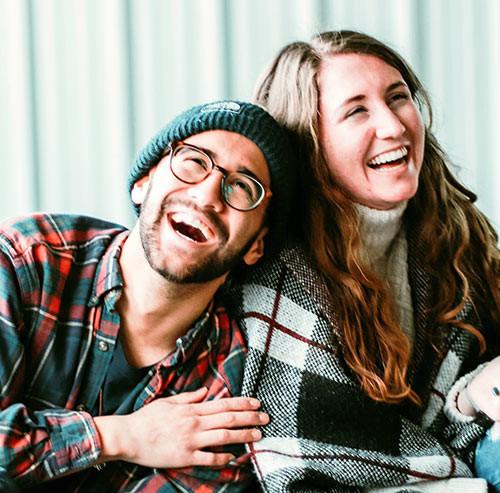大爆笑のカップル