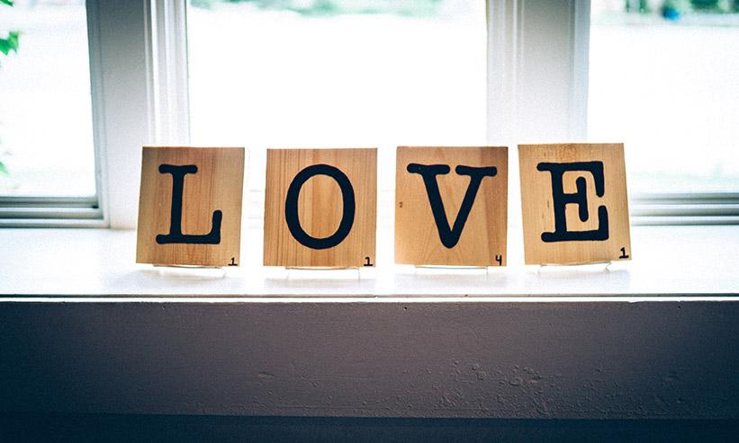LOVEと書かれた置物