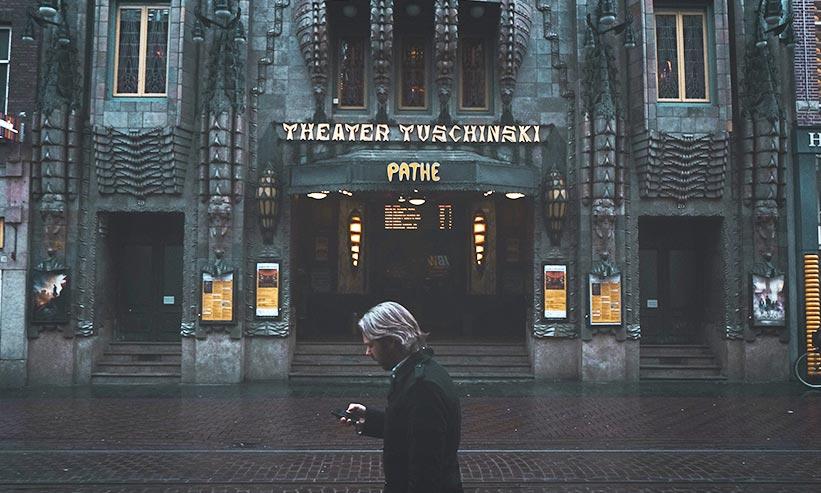 映画館の外観