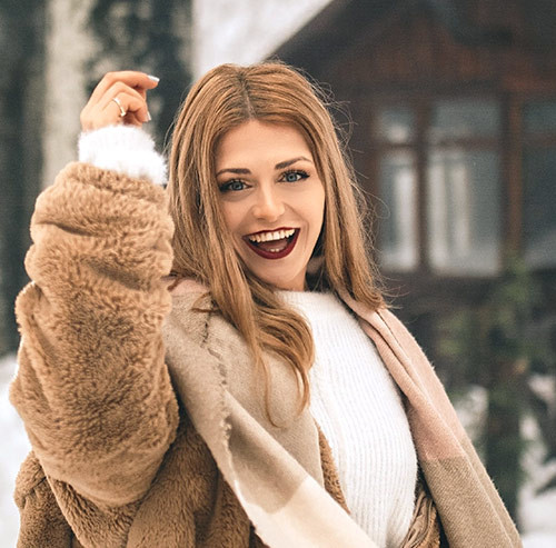 とびっきり笑顔の女性