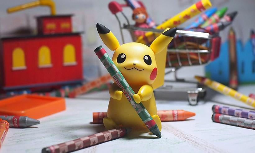 鉛筆を持ったピカチュウ