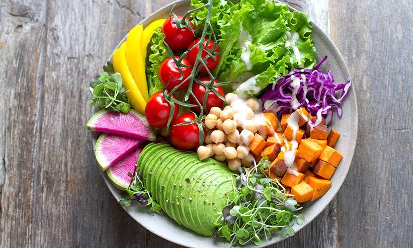 皿に盛られた野菜