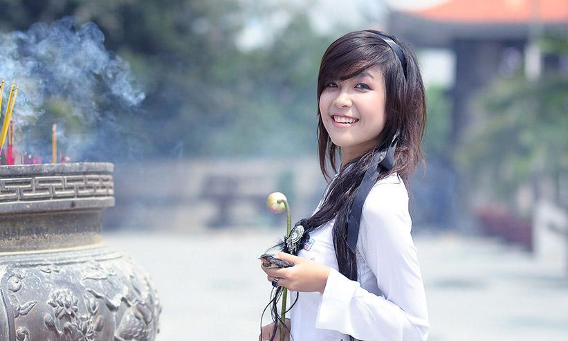 ニッコリと微笑む女性