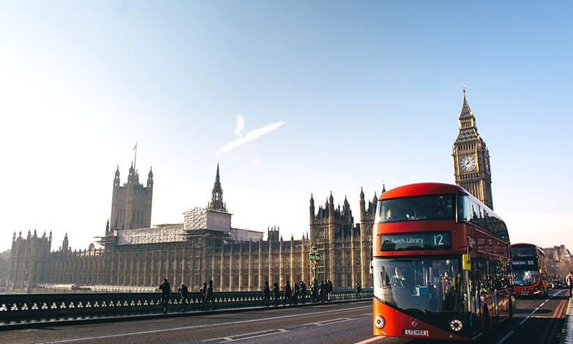 ビッグベンとバス