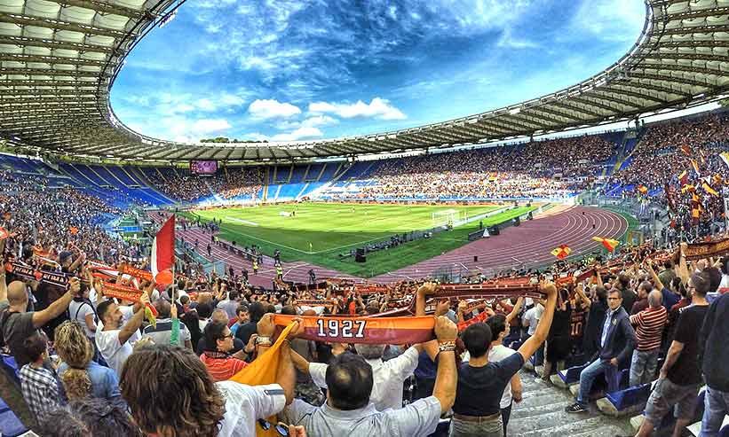 熱狂するサッカースタジアム