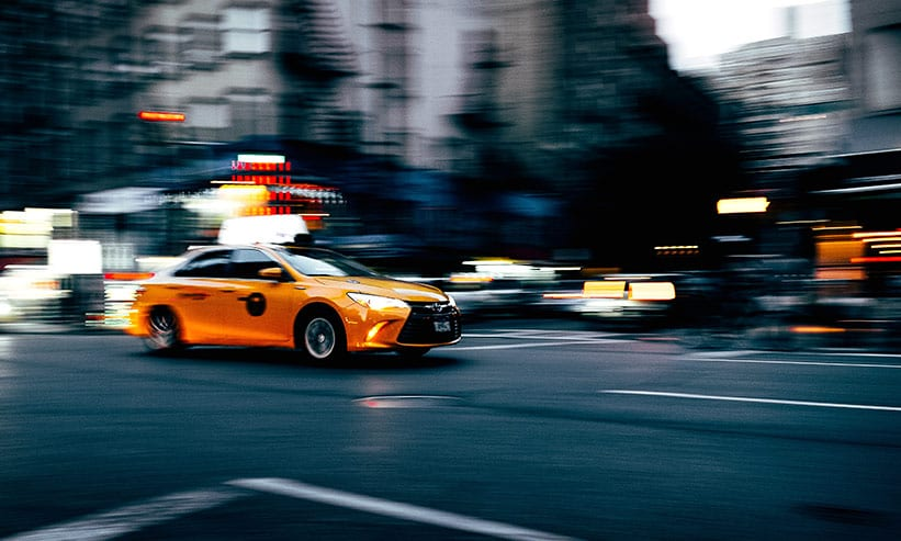スピードが速いタクシー