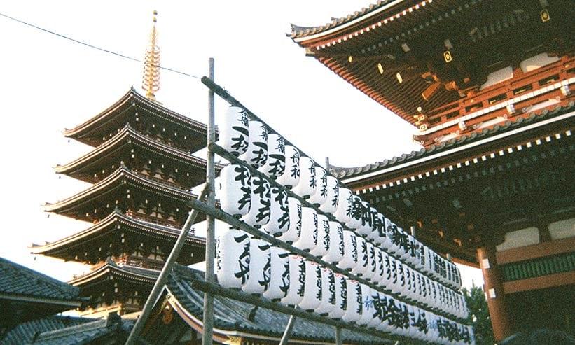 お寺にある大量の提灯