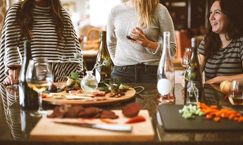 ワインを飲むドイツ人の女性達