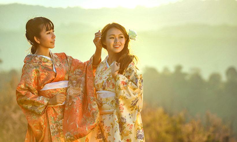 着物姿の2人の女性