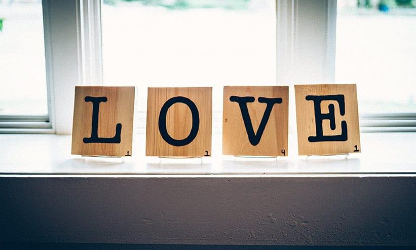 LOVEと書かれたプレート